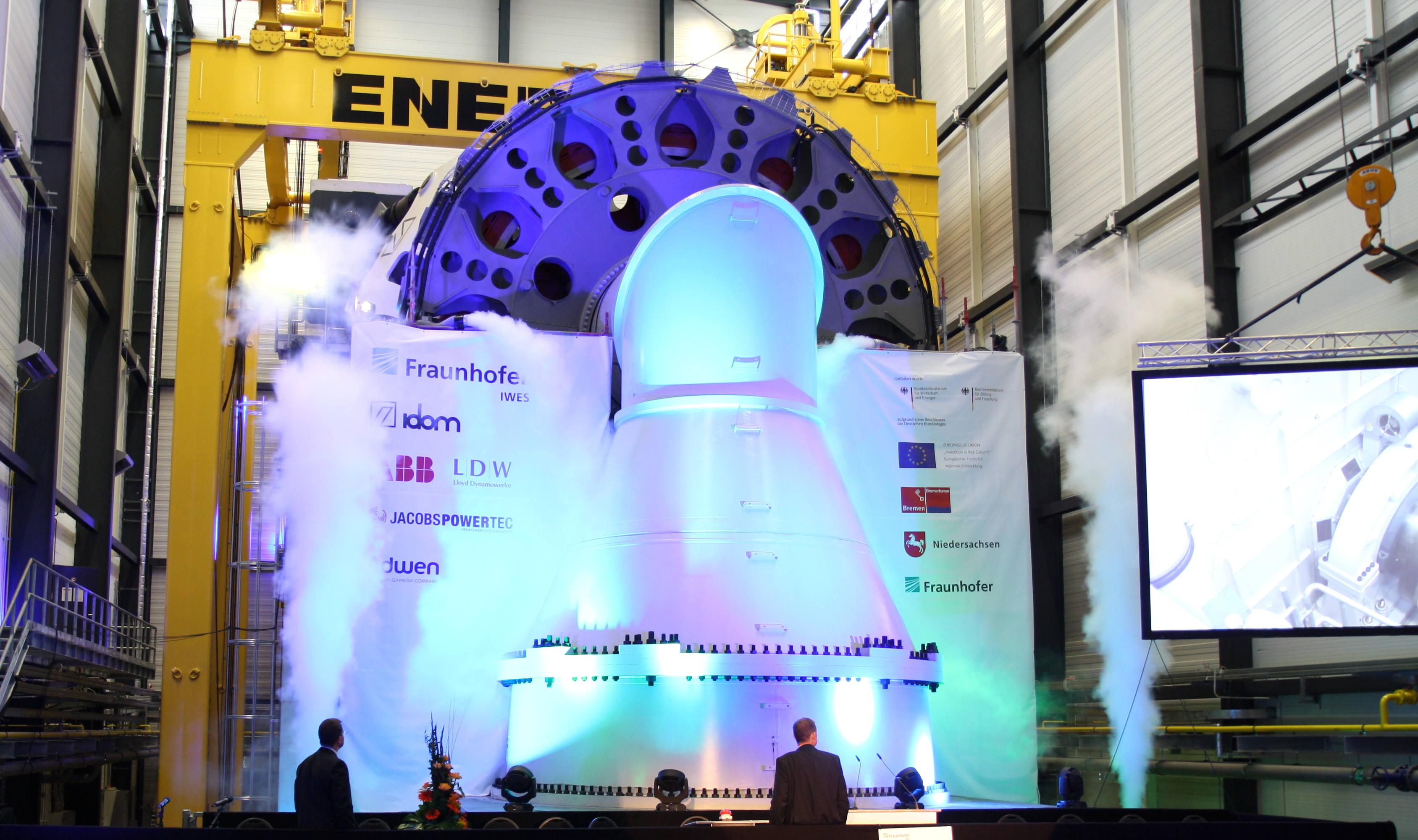 Feierliche Inbetriebnahme: der neue Gondelprüfstand des Fraunhofer IWES