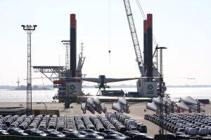 Container Terminal Bremerhaven mit Errichterschiff